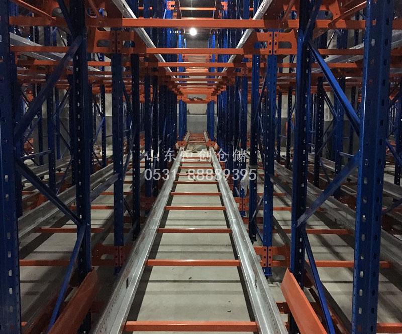 穿梭式货架供应商及其货架实拍图